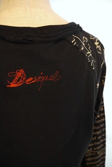 Desigual(デシガル)長袖Tシャツ